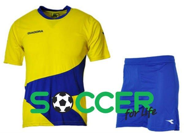 Желто синяя форма футбол